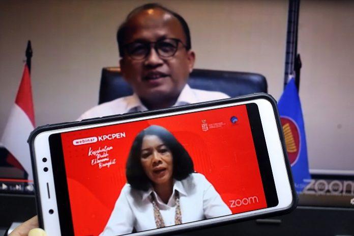 Dra. Rosarita Niken Widiastuti, M.Si (Staf Khusus Kemenkominfo Bidang IKP, Transformasi Digital, dan Hubungan Antar Lembaga), menjadi salah satu pembicara dalam diskusi bertema Menyiapkan Aset SDM yang Mendukung Kebangkitan Dunia Usaha di Era Pandemi di Jakarta, Senin, 30 November 2020.