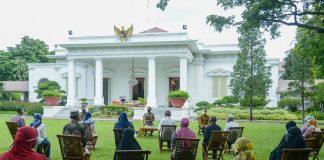 Presiden Jokowi Serahkan Bantuan Modal Kerja untuk Ringankan Beban di Saat Pandemi.