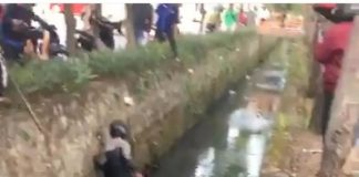 Viral, Video Perampok Kecebur Got Dilempari Batu oleh Warga di Tangerang.